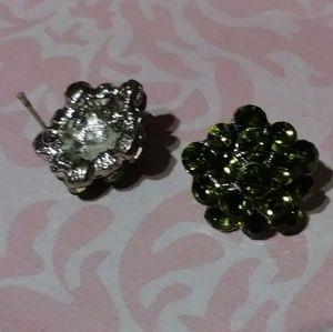 Jewelry - Green vintage studs
